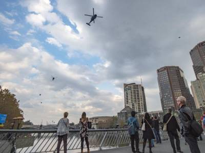 b2ap3_thumbnail_Blackhawk-helicopters-fly-over-Melbourne-CBD-Picture-Jason-Edwards.jpg