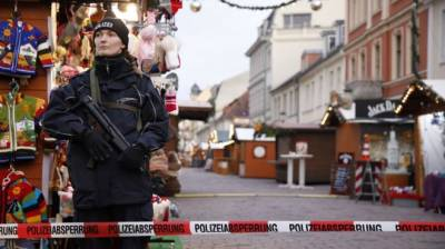 b2ap3_thumbnail_GermanChristmas-market-evacuated-as-device-found.jpg