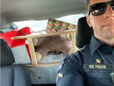 b2ap3_thumbnail_Screenshot_2019-12-23-Tulsa-police-officers-shower-family-in-need-with-Christmas-gifts-tree-cookies-and-decorations.png