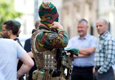 b2ap3_thumbnail_Soldiers-guard-Europes-streets-from-terrorism.JPG