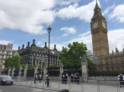 b2ap3_thumbnail_westminster-counterterror-police-launch-probe-after-knifeman-tasered-outside-parliament.jpg